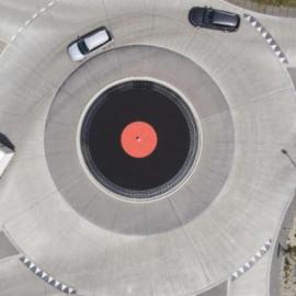 Una rotonda un po' particolare: un mega-giradischi